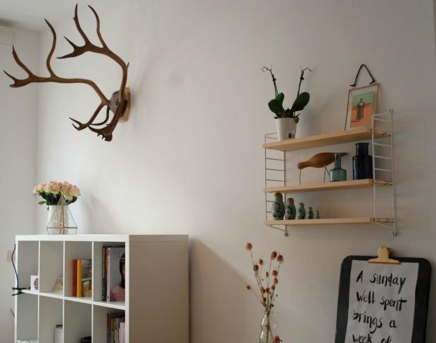 Rustgevend interieur de muur aankleden mysig - Deco woonkamer aan de muur wit ...
